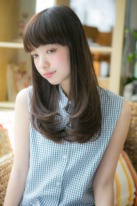 小松菜奈風 厚めバングの黒髪カールでクラシカル